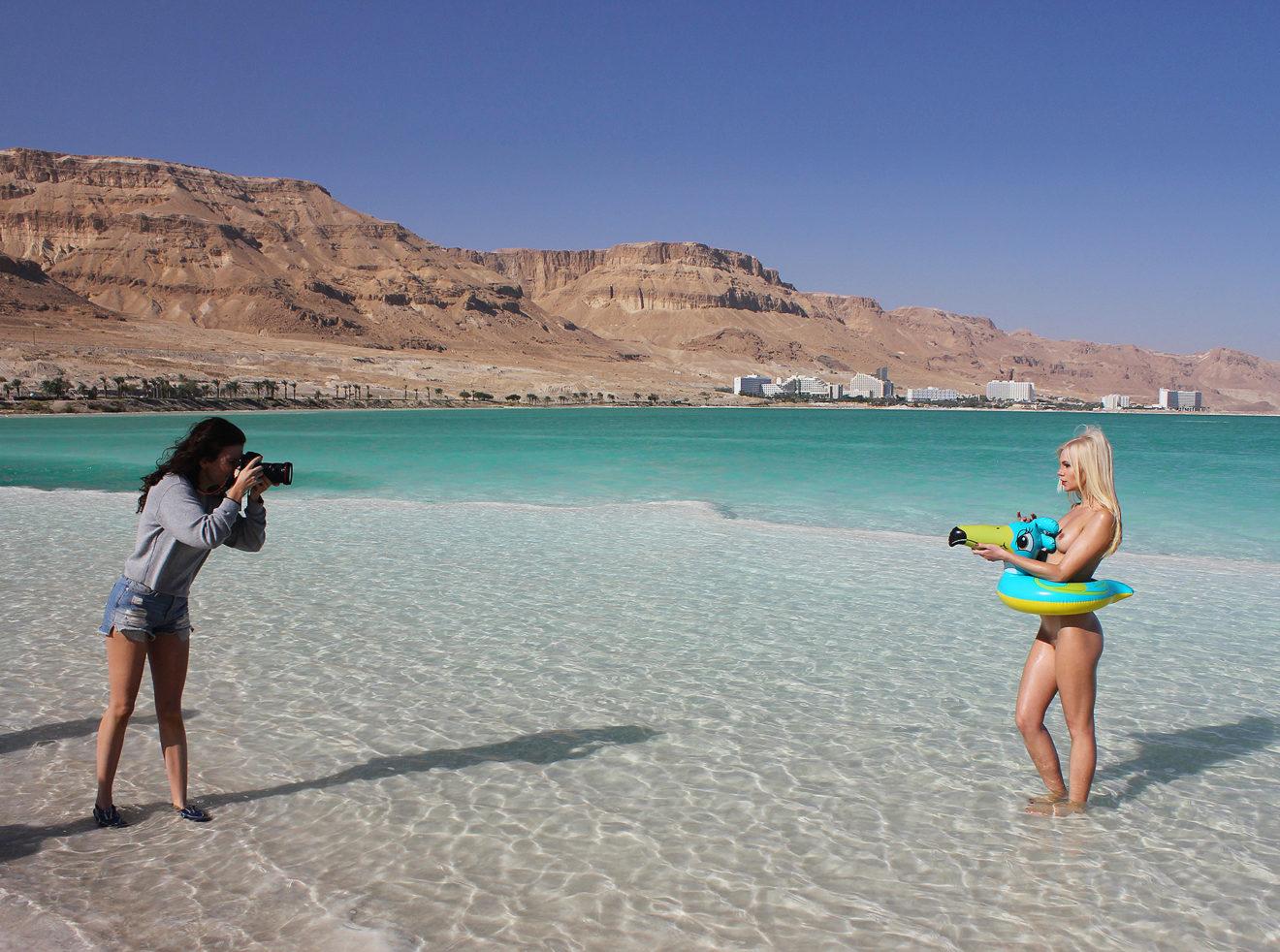 Ana Dias shooting Dasha Snezhnaya for Playboy, behind the scenes