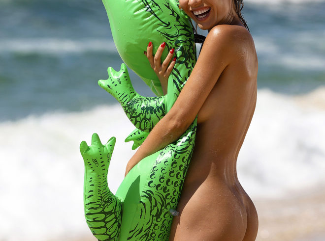 Natalia Andreeva with crocodile photographed by Ana Dias
